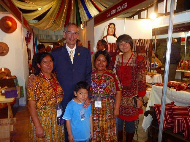 大統領と撮った写真(グアテマラ)